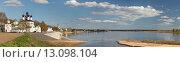 Купить «Панорамный вид на реку Сухону в черте Великого Устюга, Вологодская область», эксклюзивное фото № 13098104, снято 16 мая 2014 г. (c) Самохвалов Артем / Фотобанк Лори