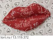 Красные тканевые губы. Стоковое фото, фотограф Роман Червов / Фотобанк Лори