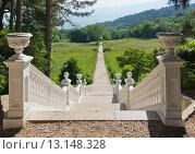 Купить «Лестница в парке Массандровского дворца, Крым», фото № 13148328, снято 29 мая 2014 г. (c) Наталья Гармашева / Фотобанк Лори