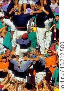 Купить «Castellers de la Vila de Gràcia ´Castellers´ building human tower, a Catalan tradition Biannual contest  bullring Tarragona,Catalonia, Spain», фото № 13212500, снято 24 февраля 2020 г. (c) age Fotostock / Фотобанк Лори
