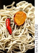 Gulas, surimi based imitation (not authentic) elvers, with garlic and chilli on black background. Стоковое фото, фотограф Juanma Aparicio / age Fotostock / Фотобанк Лори