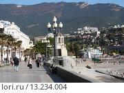 Купить «Крым, набережная города Ялта», эксклюзивное фото № 13234004, снято 30 октября 2015 г. (c) Дмитрий Неумоин / Фотобанк Лори