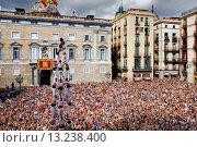 Купить «Minyons de Terrassa ´Castellers´ building human tower, a Catalan tradition Festa de la Merçe, city festival  Plaça de Sant Jaume Barcelona, Spain», фото № 13238400, снято 24 февраля 2020 г. (c) age Fotostock / Фотобанк Лори