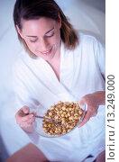 Купить «Woman Eating Bowl of Cereal», фото № 13249000, снято 18 января 2019 г. (c) age Fotostock / Фотобанк Лори
