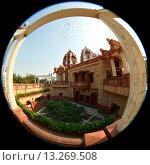 Купить «Храм ИСККОН в Дели», фото № 13269508, снято 19 апреля 2019 г. (c) OSHI / Фотобанк Лори