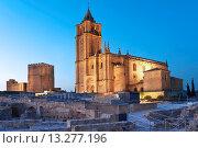 Купить «Alcazaba and Mayor Abbey Church, La Mota Fortress, Alcala la Real, Jaen-province, Spain», фото № 13277196, снято 4 апреля 2019 г. (c) age Fotostock / Фотобанк Лори