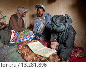 Купить «Afghan family living as displaced people in a slum in kabul», фото № 13281896, снято 23 июля 2019 г. (c) age Fotostock / Фотобанк Лори