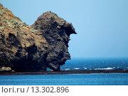 Купить «View of coastal rock formation, ´The Drinking Man´, Urup Island, Kuril Islands, Sea of Okhotsk, Sakhalin Oblast, Russian Far East, Russia, june», фото № 13302896, снято 26 мая 2019 г. (c) age Fotostock / Фотобанк Лори