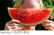 Купить «Young woman with watermelon», фото № 13311812, снято 19 марта 2019 г. (c) age Fotostock / Фотобанк Лори