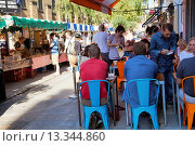 Купить «Venn Street Market and Cafe on sidewalk in Clapham - London UK», фото № 13344860, снято 19 сентября 2019 г. (c) age Fotostock / Фотобанк Лори