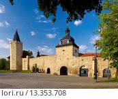 City wall with Rabenturm and Frauentor, Mühlhausen, Thuringia, Germany. Стоковое фото, фотограф Hans P  Szyszka / age Fotostock / Фотобанк Лори