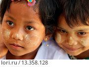 Купить «Childs from Shwe_Zi_Dein, Burma», фото № 13358128, снято 8 июля 2020 г. (c) age Fotostock / Фотобанк Лори