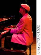 MCCOY TYNER Piano performs with the MCCOY TYNER TRIO at THE MONTEREY JAZZ FESTIVAL. Редакционное фото, фотограф MyLoupe\UIG / age Fotostock / Фотобанк Лори