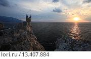 Купить «Крым. Замок Ласточкино гнездо ранним утром на рассвете», видеоролик № 13407884, снято 11 октября 2015 г. (c) Яна Королёва / Фотобанк Лори