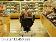 Купить «Woman with a foot injury rides a scooter for shopping in a store, Ontario, Canada», фото № 13450928, снято 22 мая 2019 г. (c) age Fotostock / Фотобанк Лори