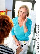 Купить «Patient consulting for ear problems.», фото № 13472732, снято 22 апреля 2018 г. (c) age Fotostock / Фотобанк Лори