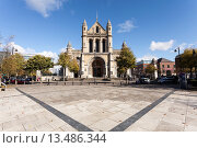 Купить «Belfast Cathedral, The Cathedral Church of Saint Anne is a Church of Ireland Cathedral and is the focal point of Cathedral Quarter  The foundation stone...», фото № 13486344, снято 21 апреля 2019 г. (c) age Fotostock / Фотобанк Лори
