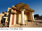 Arthur Evans reconstruction of the South Propylaeum Knossos Minoan archaeological site, Crete. Стоковое фото, фотограф Funkystock / age Fotostock / Фотобанк Лори