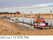 Купить «Offshore windfarm support vessels at jetty of temporary harbour in tidal channel, with lifeboat station in distance, Wells_next_the_sea, Norfolk, England, November», фото № 13574764, снято 7 декабря 2019 г. (c) age Fotostock / Фотобанк Лори