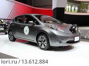 Купить «Новый электрический автомобиль Nissan Leaf», фото № 13612884, снято 19 ноября 2015 г. (c) Роман Коротков / Фотобанк Лори