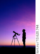 Купить «The silhouette of a teenage boy stargazing with a telescope at dusk», фото № 13620744, снято 2 апреля 2019 г. (c) age Fotostock / Фотобанк Лори