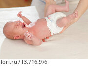 Купить «Little baby at doctor's office.», фото № 13716976, снято 24 августа 2019 г. (c) age Fotostock / Фотобанк Лори