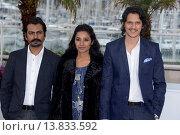 Купить «Nawazuddin Siddiqui, Tannishtha Chatterjee and Vijay Verma - Cannes/France/France - 66TH CANNES FILM FESTIVAL - PHOTO CALL MONSOON SHOOTOUT», фото № 13833592, снято 18 мая 2013 г. (c) age Fotostock / Фотобанк Лори