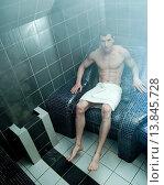 Купить «Man in spa», фото № 13845728, снято 27 апреля 2010 г. (c) age Fotostock / Фотобанк Лори