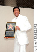 Купить «Lionel Richie - Hollywood/California/United States - LIONEL RICHIE HONORED WITH THE 2,229TH STAR ON THE HOLLYWOOD WALK OF FAME», фото № 13922672, снято 20 июня 2003 г. (c) age Fotostock / Фотобанк Лори