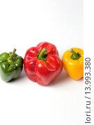 Зеленый, красный и желтый перец. Стоковое фото, фотограф Артем Силионов / Фотобанк Лори