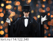 Купить «magician in top hat showing trick with magic wand», фото № 14122340, снято 12 сентября 2013 г. (c) Syda Productions / Фотобанк Лори