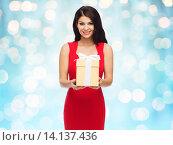 Купить «beautiful sexy woman in red dress with gift box», фото № 14137436, снято 25 сентября 2015 г. (c) Syda Productions / Фотобанк Лори