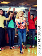 Купить «happy young woman throwing ball in bowling club», фото № 14138084, снято 22 декабря 2014 г. (c) Syda Productions / Фотобанк Лори