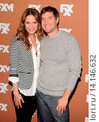 Katie Aselton and Mark Duplass - New York/New York/United States - 2013 FX UPFRONTS BOWLING EVENT. Редакционное фото, фотограф visual/pictureperfect / age Fotostock / Фотобанк Лори