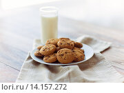 Купить «close up of chocolate oatmeal cookies and milk», фото № 14157272, снято 22 мая 2015 г. (c) Syda Productions / Фотобанк Лори