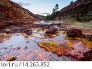 Купить «Rio Tinto - река в Испании», фото № 14263852, снято 14 октября 2015 г. (c) Liseykina / Фотобанк Лори