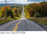 Купить «Road in Finger Lakes area of New York State with fall colors.», фото № 14277076, снято 26 сентября 2013 г. (c) age Fotostock / Фотобанк Лори