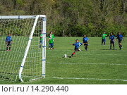 Купить «Penalty kick during youth soccer game.», фото № 14290440, снято 28 октября 2013 г. (c) age Fotostock / Фотобанк Лори