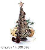Купить «Деревянная елка и украшения», фото № 14300596, снято 10 декабря 2013 г. (c) Наталия Кленова / Фотобанк Лори