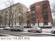 Купить «Хрущёвки с аркой», фото № 14301416, снято 30 ноября 2015 г. (c) Павел Москаленко / Фотобанк Лори