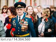 Ветеран форме советского офицера участвует в параде Победы (2015 год). Редакционное фото, фотограф g.bruev / Фотобанк Лори