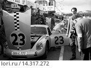 Купить «No 23 Fritz Hahnl Jr in a Porsche-Abarth 356B Carrera GTL in the pits. Tourist Trophy, Goodwood, England 19 Aug 1961.», фото № 14317272, снято 21 ноября 2013 г. (c) age Fotostock / Фотобанк Лори