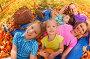 Счастливые родители с тремя детьми в осеннем парке, фото № 14338500, снято 26 сентября 2015 г. (c) Сергей Новиков / Фотобанк Лори