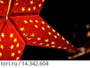 Купить «Closeup of a big Christmas star with lots of smaller stars inside. Beautiful bokeh obtained by a real tilt-shift lens», фото № 14342604, снято 11 декабря 2018 г. (c) age Fotostock / Фотобанк Лори