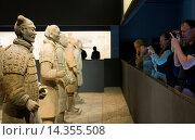 Купить «Tourists photograph Terracotta warriors on display in the Shaanxi History Museum, Xian, China», фото № 14355508, снято 24 апреля 2019 г. (c) age Fotostock / Фотобанк Лори