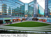Купить «Sheldon Square, Paddington Central, London, England.», фото № 14363052, снято 19 ноября 2013 г. (c) age Fotostock / Фотобанк Лори