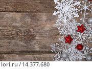 Купить «Border of snowflakes and Christmas decoration», фото № 14377680, снято 1 декабря 2015 г. (c) Елена Блохина / Фотобанк Лори