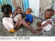 Купить «A girl feeds his younger brother by rice in the slum of Cité Soleil, Port-au-Prince, Haiti, 22 July 2008. Rice is a basic source of nutrition for all Haitians...», фото № 14391064, снято 24 июля 2008 г. (c) age Fotostock / Фотобанк Лори