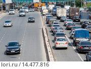 Купить «Транспортный затор на городской автомагистрали», фото № 14477816, снято 21 июня 2012 г. (c) Михаил Михин / Фотобанк Лори