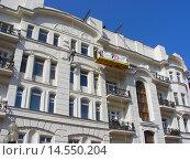 Купить «Пятиэтажный кирпичный жилой дом. Улица Арбат, 30/3, строение 1. Москва», эксклюзивное фото № 14550204, снято 4 сентября 2008 г. (c) lana1501 / Фотобанк Лори